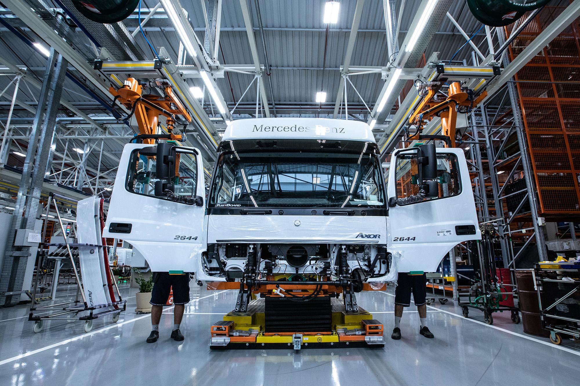 linhas de cabinas da Mercedes-Benz