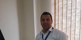 Alex Gonzaga de Souza, Supervisor Comercial da Maxel em sua mesa.