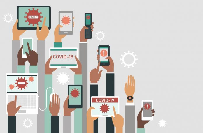 Ilustração com mãos segurando itens como celulares, tablets e relógios digitais, simbolizando internet das coisas, com telas dos dispositivos mostrando textos escritos