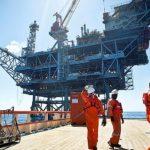 Para Macaé, vagas de emprego offshore são oferecidas por empresas do ramo de óleo e gás e perfuração