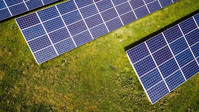 Geração de energia solar avança, mas projeto na Câmara ameaça os pequenos produtores
