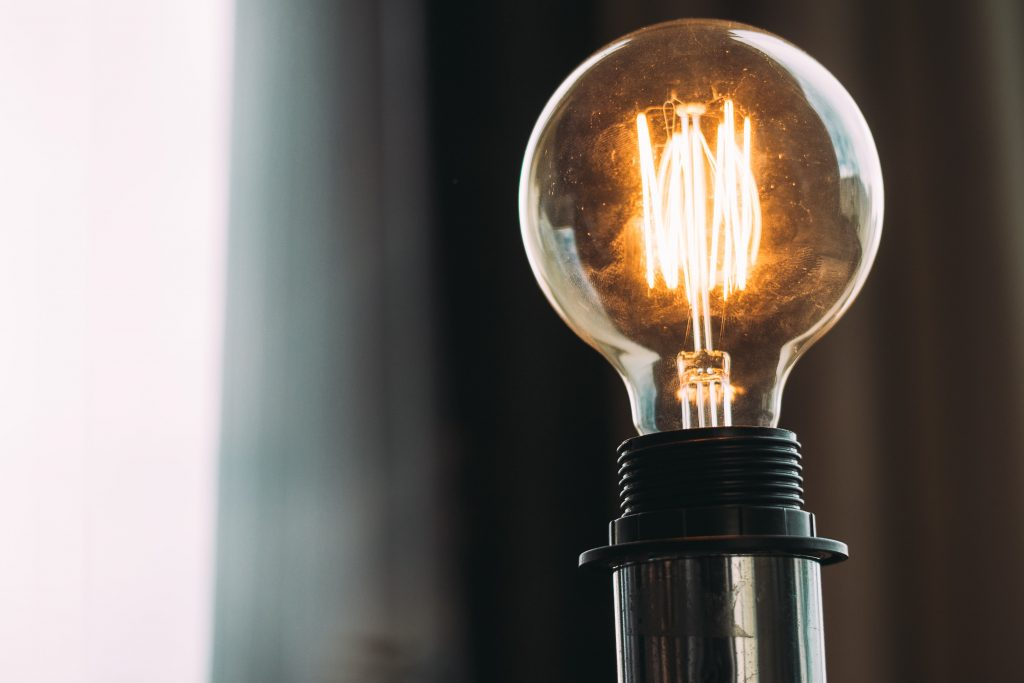 Empresas de energia planejam ações após um ano de pandemia.
