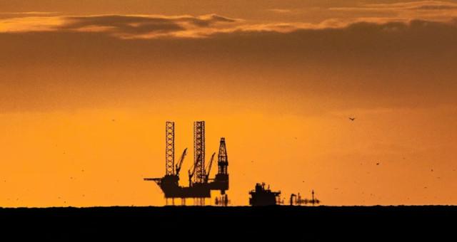 Petróleo sobe com visão otimista sobre demanda compensando preocupação por Covid
