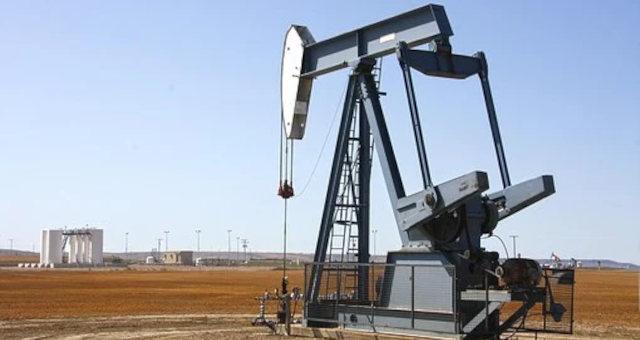 Preços do petróleo sobem com perspectivas da IEA sobre melhora na demanda