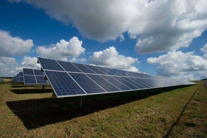 Saiba porque a geração de energia solar cresce tanto - e porque deverá crescer ainda mais